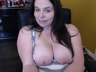 Cam2cam with BBW RoxiLace wants nude fun