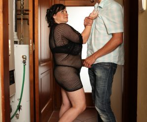 Plump babe in fishnets Sandra sitting on a skimpy guy's face