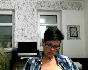 Real time chat with PLUMPER MollySun desires skype play time