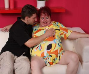 Experienced fatty Margaret parts her big fat hips wide to take a fuckpole deep into her labia