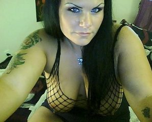 Whatsapp chat with PLUS-SIZE Pandora1313 fancies dirty play time