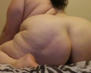 Sex chat with PLUS-SIZE sexy_ssbbw1981 covets sex toy have fun