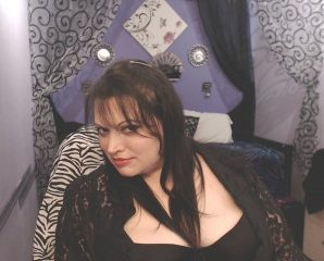 Single guys for chat with PLUS-SIZE RavenRyderXO looking for live play time