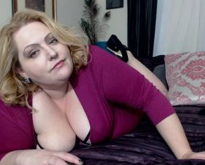 Text chat with PLUMPER lusciousrose69 desires ass play quality time